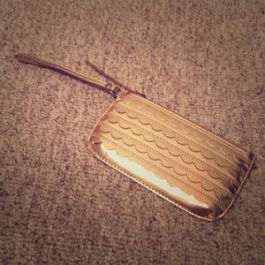 NWOT Adorable relic gold clutch/wristlet